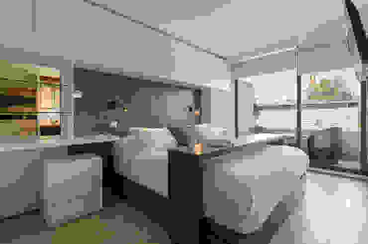 Departamento Las Trinitarias Dormitorios de estilo moderno de Klover Moderno