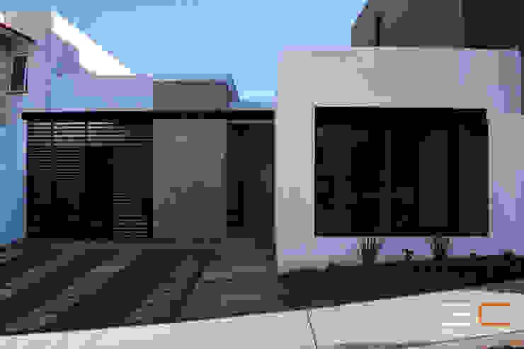 por 3C Arquitectos S.A. de C.V. Moderno Madeira Acabamento em madeira