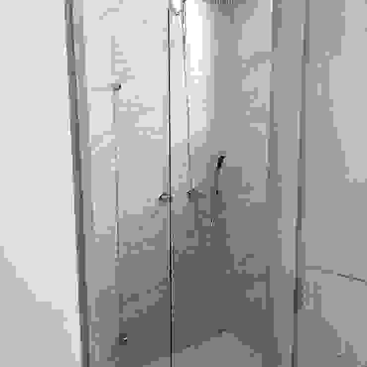 Modern bathroom by Erick Becerra Arquitecto Modern