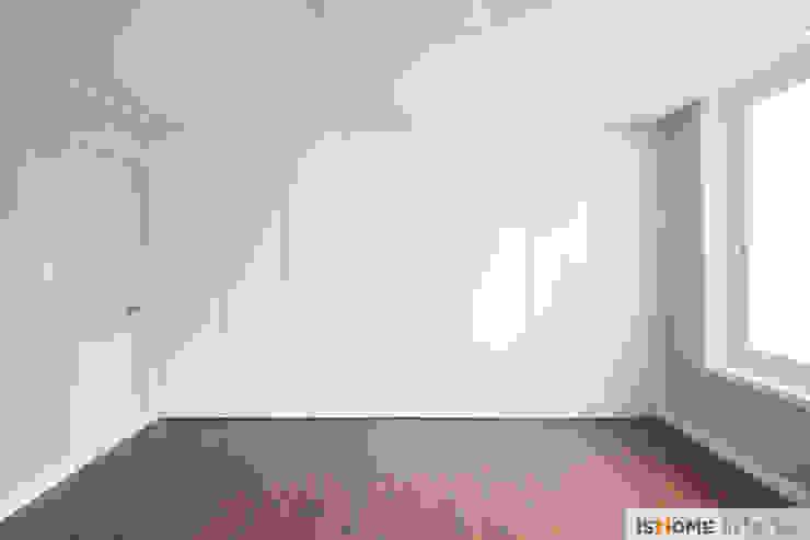 화이트 우드 인테리어의 새로운 시선 32평 부천아파트 미니멀리스트 미디어 룸 by 이즈홈 미니멀