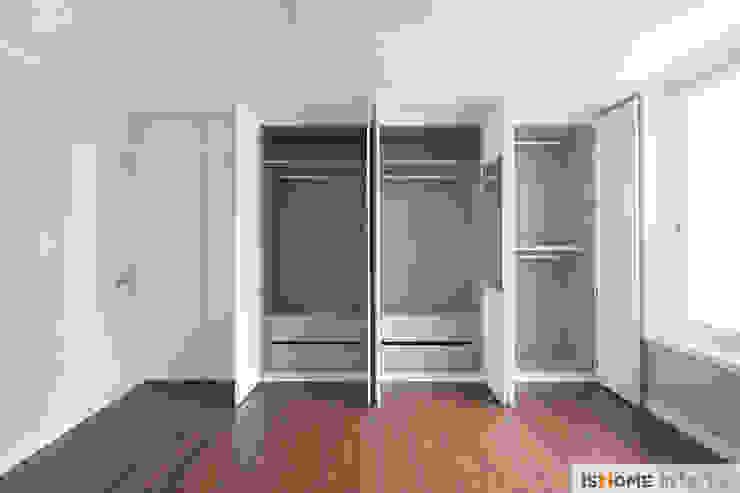 화이트 우드 인테리어의 새로운 시선 32평 부천아파트 모던스타일 미디어 룸 by 이즈홈 모던