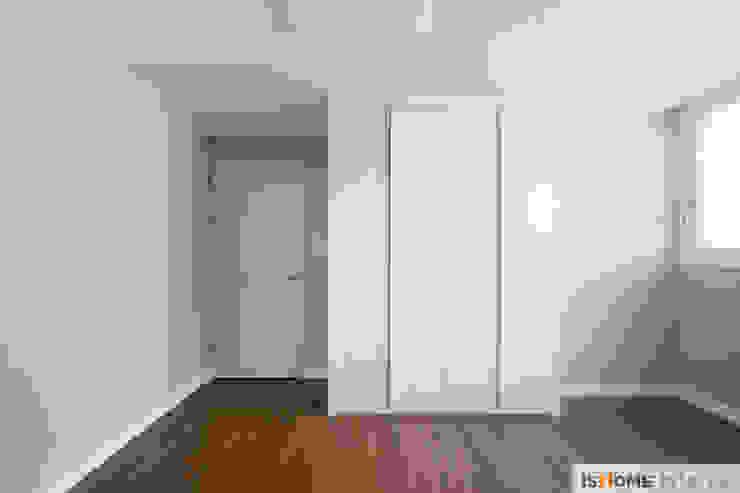 화이트 우드 인테리어의 새로운 시선 32평 부천아파트 러스틱스타일 미디어 룸 by 이즈홈 러스틱 (Rustic)