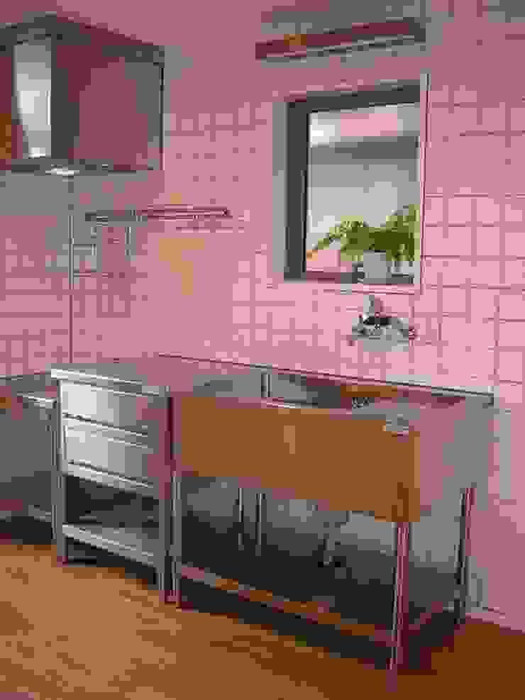 キッチン ミニマルデザインの キッチン の アース・アーキテクツ一級建築士事務所 ミニマル タイル
