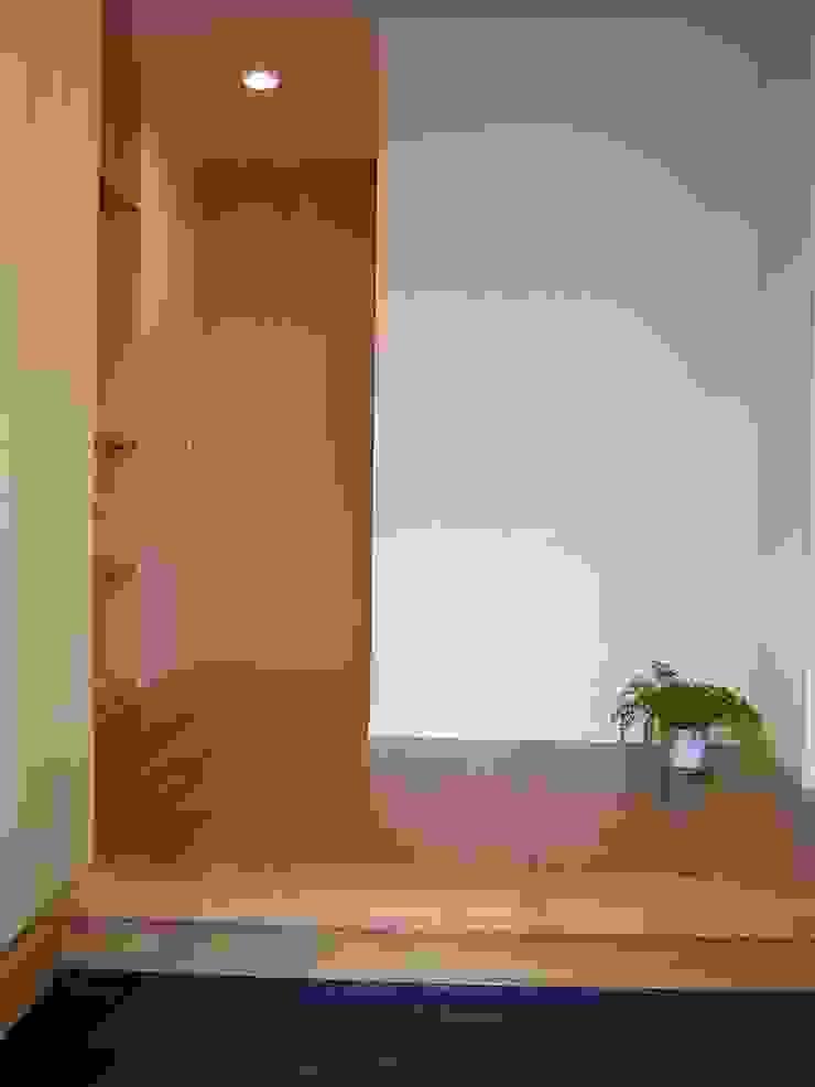 玄関 ミニマルスタイルの 玄関&廊下&階段 の アース・アーキテクツ一級建築士事務所 ミニマル コンクリート