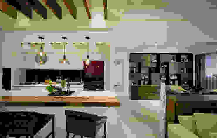 明日城 現代廚房設計點子、靈感&圖片 根據 星葉室內裝修有限公司 現代風