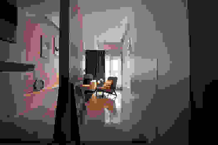 浪漫滿屋 現代風玄關、走廊與階梯 根據 星葉室內裝修有限公司 現代風