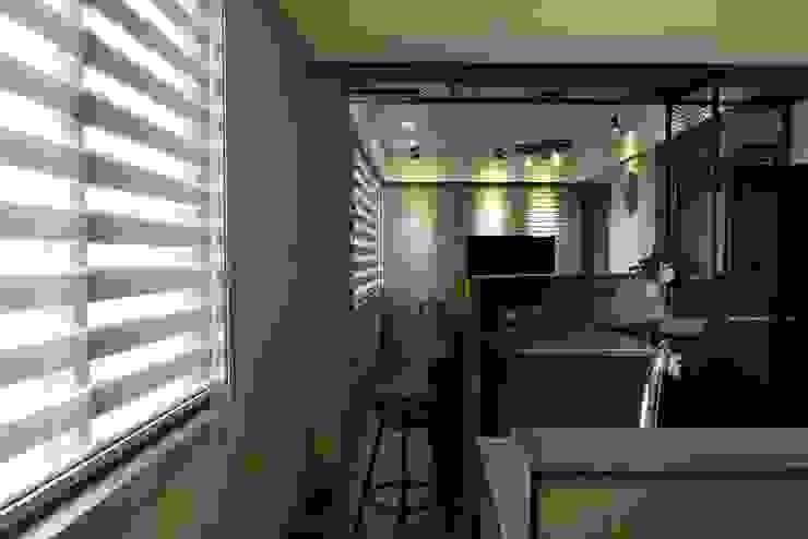 Couloir, entrée, escaliers industriels par 星葉室內裝修有限公司 Industriel