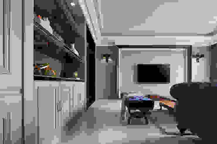 Ruang Keluarga Klasik Oleh 星葉室內裝修有限公司 Klasik