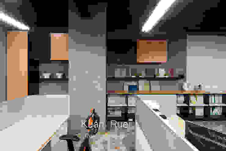 員工辦公區:  辦公大樓 by 台中室內設計-寬叡- 空間設計.工程, 隨意取材風
