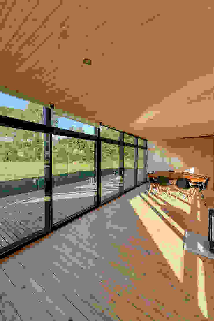Espacio común Livings de estilo escandinavo de mutarestudio Arquitectura Escandinavo