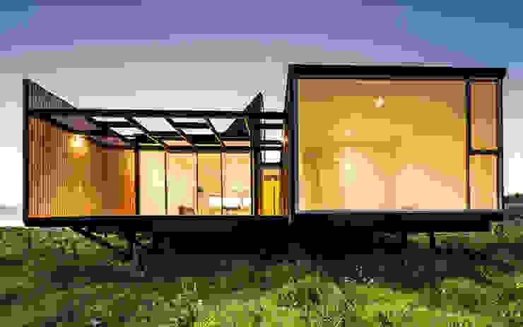 Fachada Oriente (nocturna) Casas estilo moderno: ideas, arquitectura e imágenes de mutarestudio Arquitectura Moderno