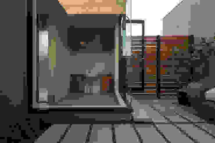 EXQUISITE モダンデザインの テラス の yuukistyle 友紀建築工房 モダン