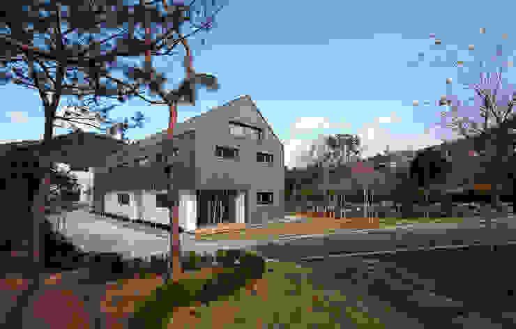 Casas modernas de 위즈스케일디자인 Moderno