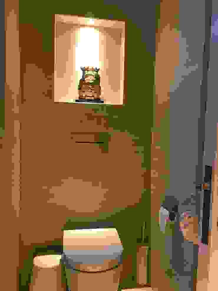 Scandinavian Luxury Scandinavian style bathroom by Singapore Carpentry Interior Design Pte Ltd Scandinavian