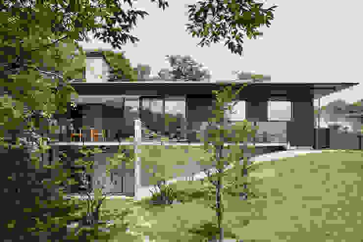Rumah Gaya Asia Oleh atelier137 ARCHITECTURAL DESIGN OFFICE Asia Kayu Wood effect