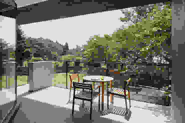 Balkon, Beranda & Teras Gaya Asia Oleh atelier137 ARCHITECTURAL DESIGN OFFICE Asia