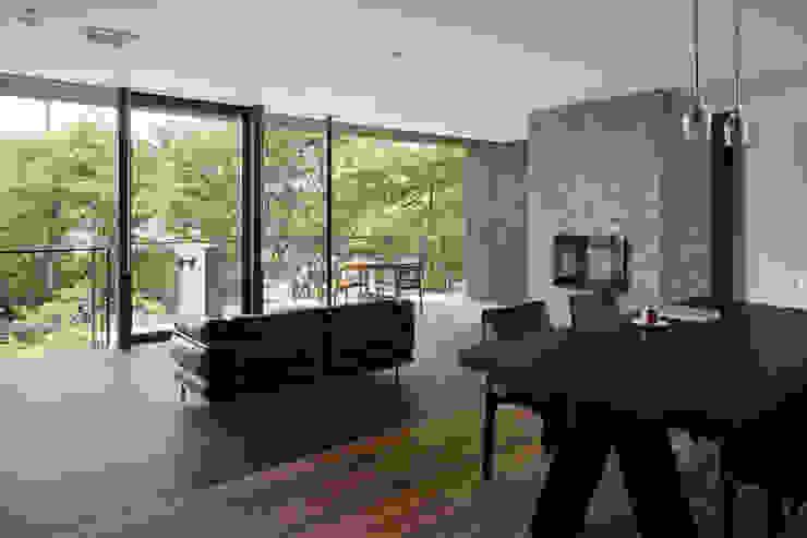 Ruang Keluarga Gaya Asia Oleh atelier137 ARCHITECTURAL DESIGN OFFICE Asia Kayu Wood effect