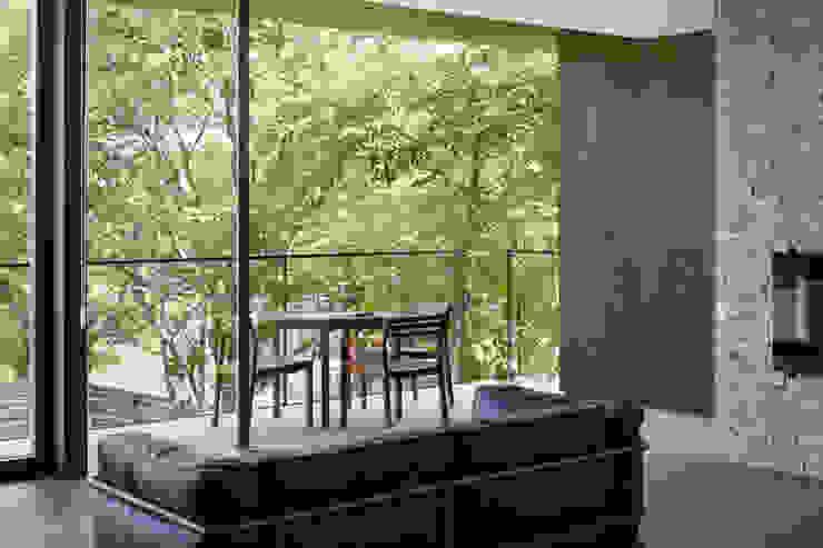 Ruang Keluarga Gaya Asia Oleh atelier137 ARCHITECTURAL DESIGN OFFICE Asia