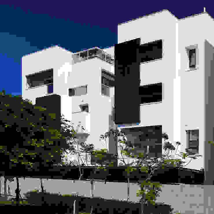 緊臨公園的建築 根據 黃耀德建築師事務所 Adermark Design Studio 簡約風