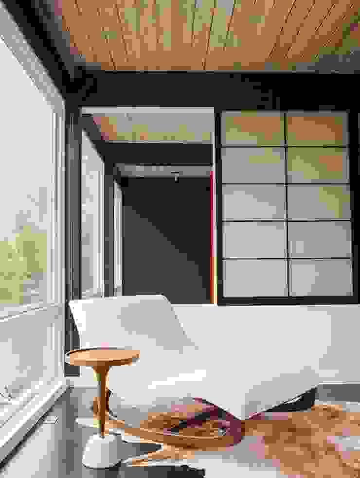 Góc thư giản nhỏ với không gian mở Phòng khách phong cách châu Á bởi Công ty Thiết Kế Xây Dựng Song Phát Châu Á