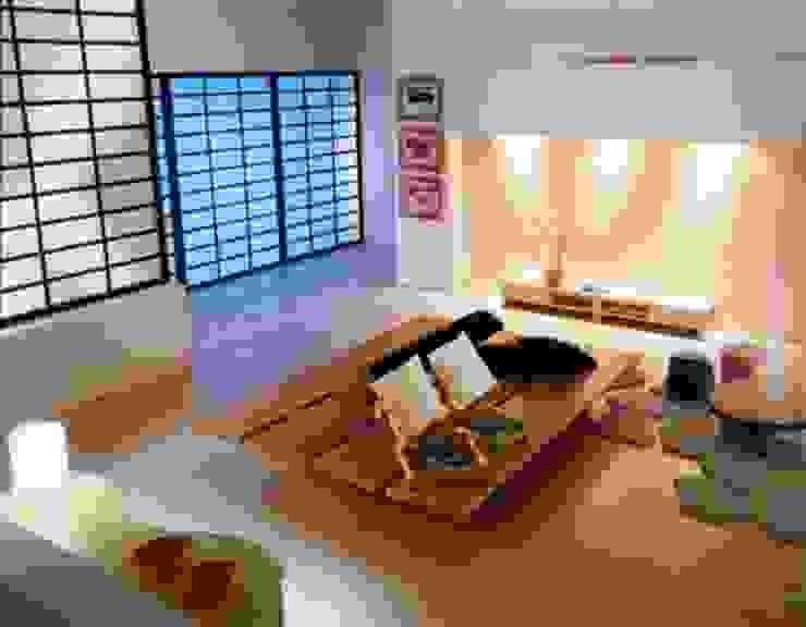 Bàn thấp là điểm nổi bật trong phong cách mà xứ sở hoa anh đào Phòng khách phong cách châu Á bởi Công ty Thiết Kế Xây Dựng Song Phát Châu Á