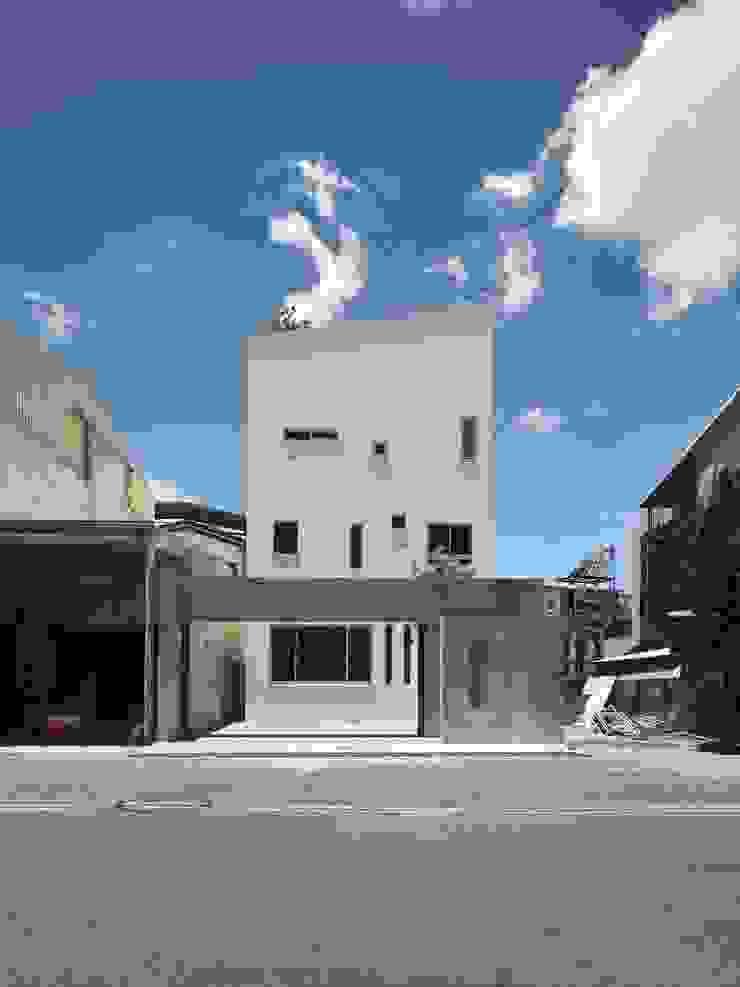 劉宅照片 現代房屋設計點子、靈感 & 圖片 根據 良悅建築 現代風