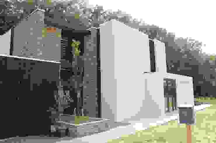Moderne Villa met Natuurgevelsteen: modern  door Natuurgevelsteen, Modern