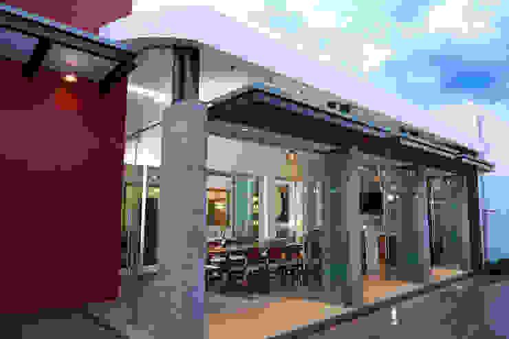 exterior de la terraza Casas modernas de arketipo-taller de arquitectura Moderno