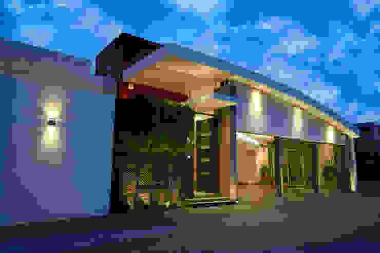 ingreso principal Casas modernas de arketipo-taller de arquitectura Moderno