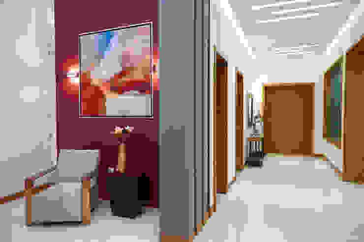 hall Pasillos, vestíbulos y escaleras de estilo moderno de arketipo-taller de arquitectura Moderno