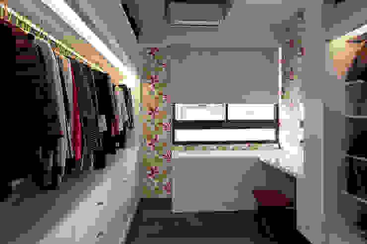 Ruang Ganti Gaya Rustic Oleh 禾光室內裝修設計 ─ Her Guang Design Rustic