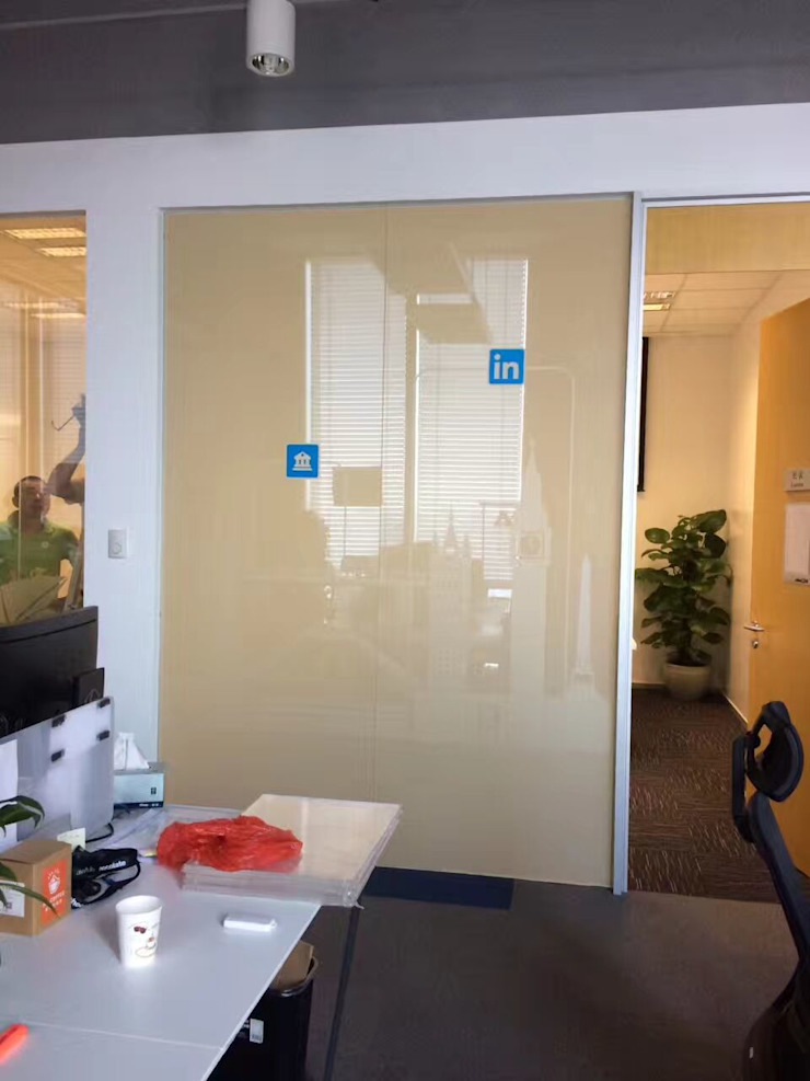 switchable glass for meeting room by InnoGlass