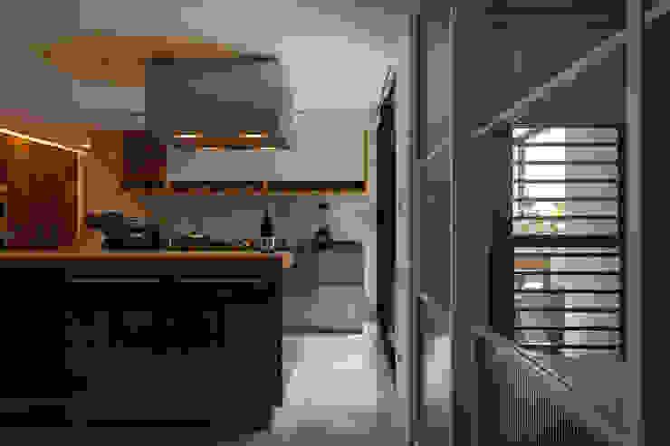 Minimalist kitchen by 直方設計有限公司 Minimalist Metal