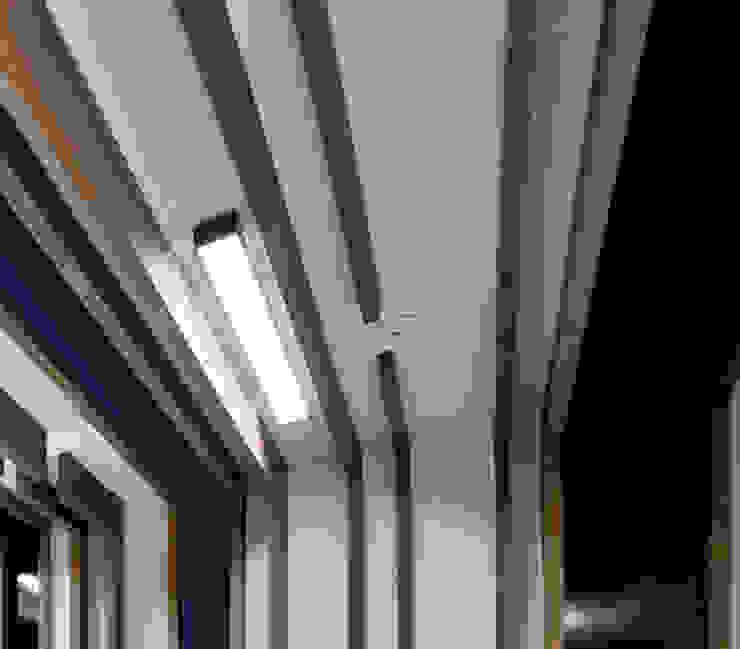 Signature Minimalist corridor, hallway & stairs by white line interiors Minimalist