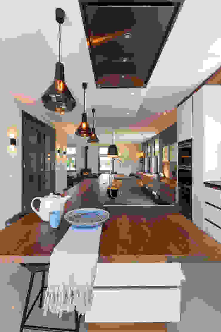 Nowoczesna kuchnia od Aangenaam Interieuradvies Nowoczesny Granit