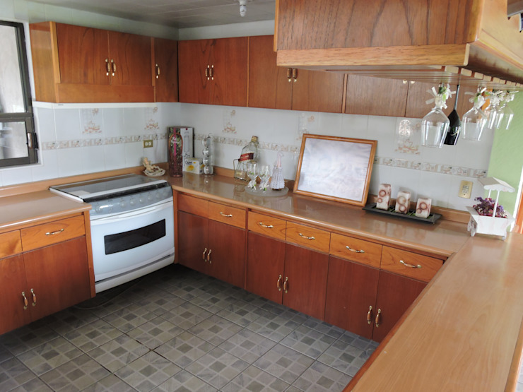 Barra y Puertas de Madera. La Casa del Diseño Cocinas modernas Madera