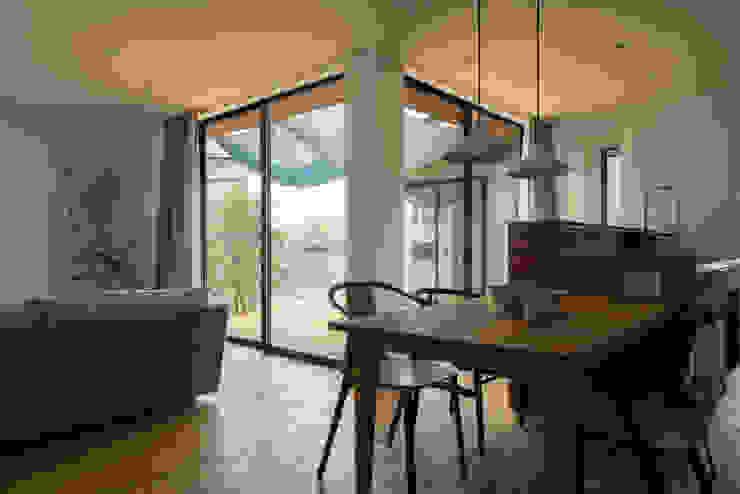 Moderne Wohnzimmer von yuukistyle 友紀建築工房 Modern