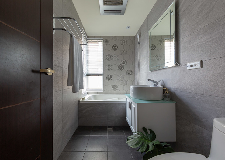 主浴 創喜設計 Modern bathroom Tiles Grey