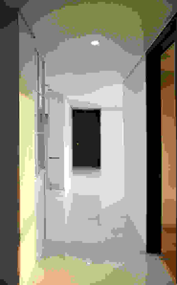 두산 위브더스테이트 45평형 모던스타일 복도, 현관 & 계단 by 디자인모리 모던