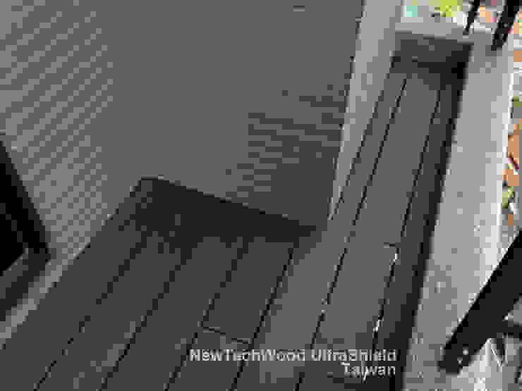 Minimalistische balkons, veranda's en terrassen van 新綠境實業有限公司 Minimalistisch Houtcomposiet