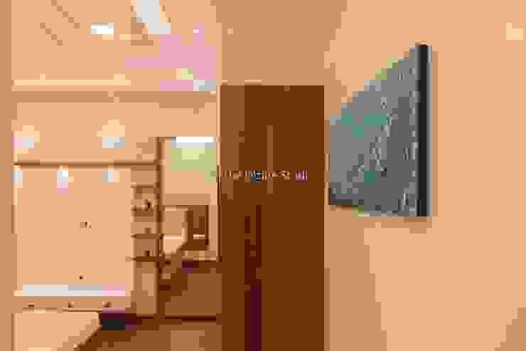 3 bhk complete home interiors in Blue Ridge Township ( Pune) The D'zine Studio Modern corridor, hallway & stairs