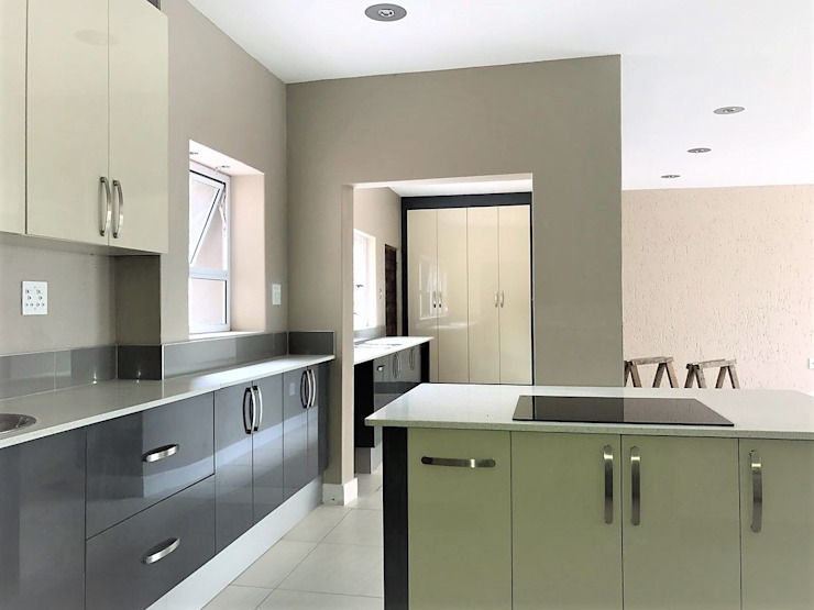de Zingana Kitchens and Cabinetry Moderno