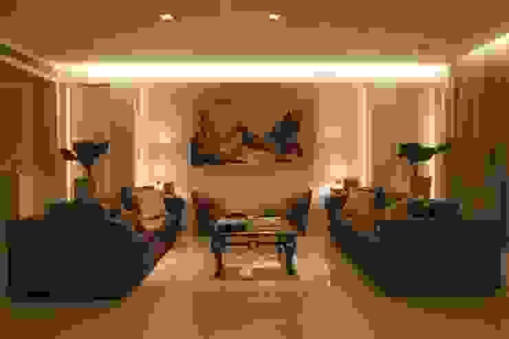 Sala de Estar 1 Salas multimédia ecléticas por Renata Esbroglio Arquitetura Eclético