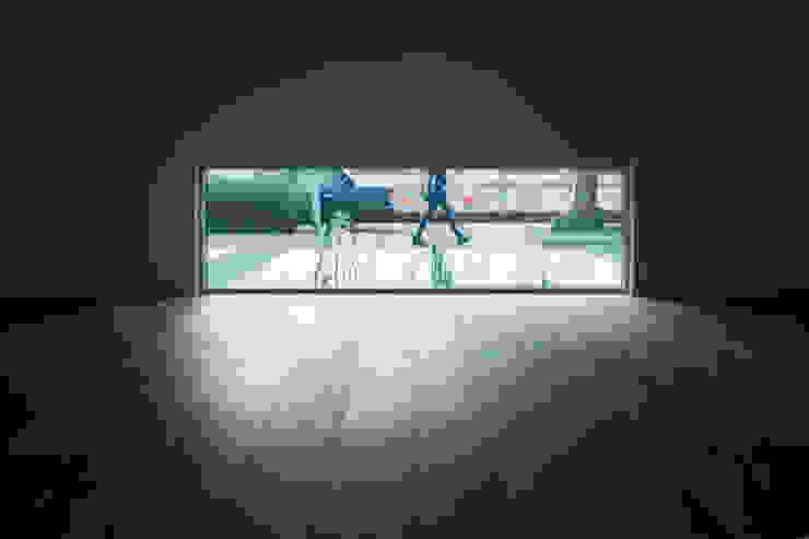 Modern living room by yuukistyle 友紀建築工房 Modern