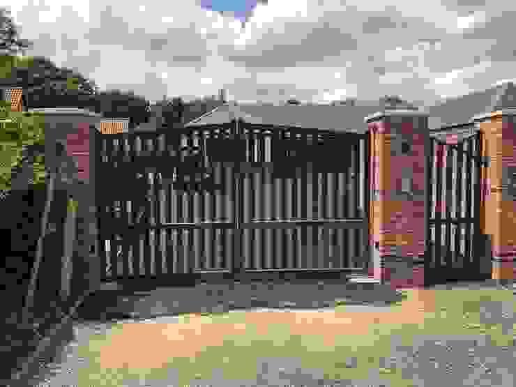 Modern Metal Driveway Gates ZENTIA 庭院 鐵/鋼 Grey