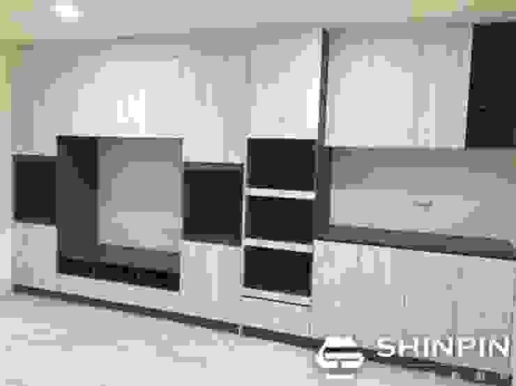 系統櫃、電視櫃牆、電器收納櫃、上下櫥平台餐櫃 根據 欣品系統櫃廚具 簡約風 塑木複合材料