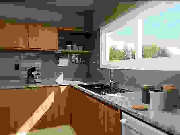 Cocina con isla Cocinas modernas: Ideas, imágenes y decoración de VI Arquitectura & Dis. Interior Moderno Granito