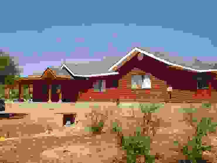 FACHADA NORTE de ARKITEKTURA Rural Compuestos de madera y plástico