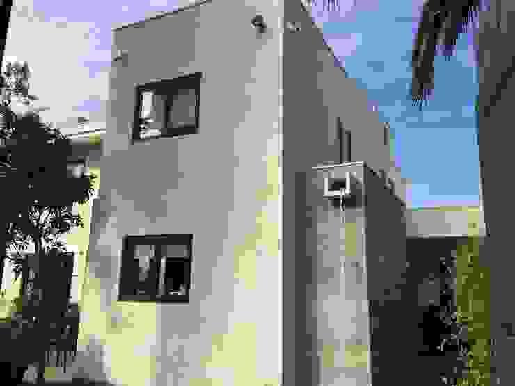 Fachada acceso Arqsol Casas unifamiliares Ladrillos Blanco