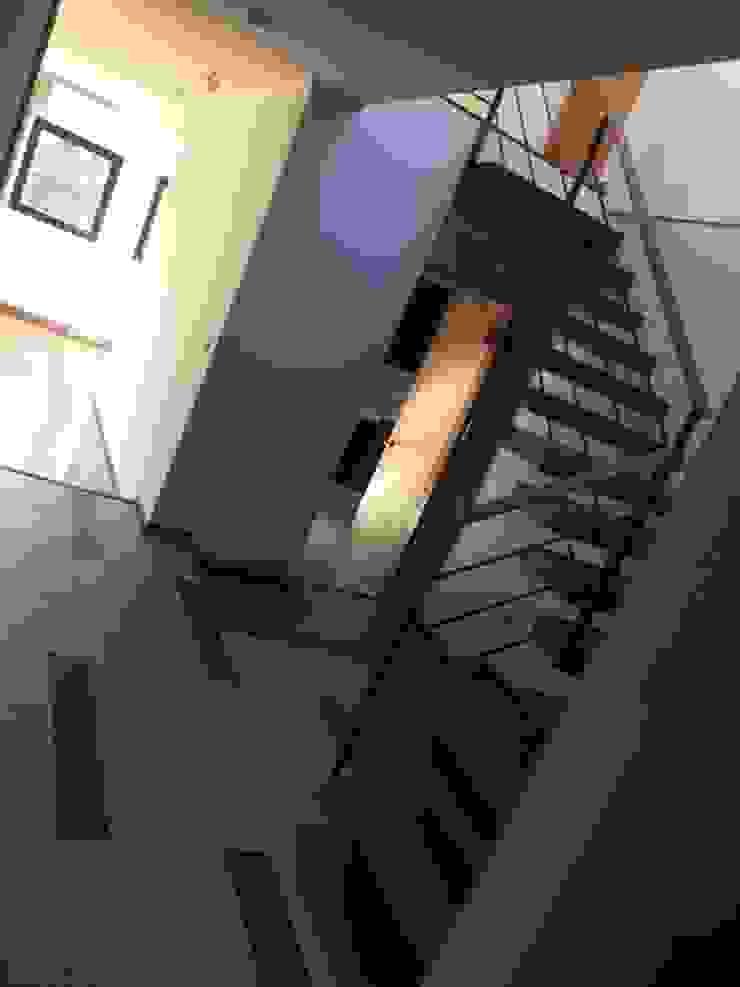 Escalera de Arqsol Moderno Madera maciza Multicolor